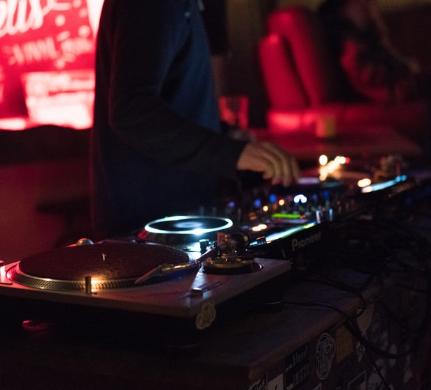 Looking for a wedding DJ, bar DJ or party DJ in the Green Bay or Fox Valley area?